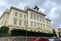 Historická budova Gymnázia v Prachaticích.