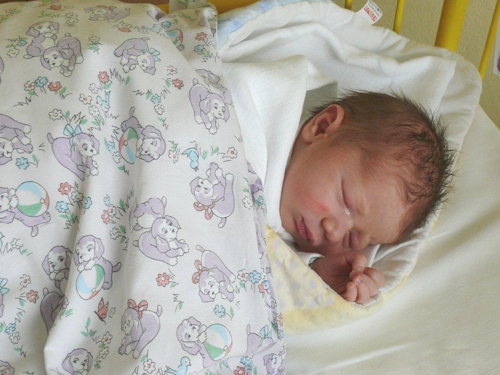 Šimon Jiraň se narodil v prachatické porodnici ve středu 1. května ve 12.40 hodin. Vážil 3560 gramů. Rodiče Michaela a Stanislav si syna odvezou domů, do Nebahov, kde čekala sestřička Karolínka (2 roky).