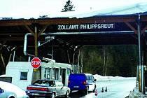 NAPOSLEDY. O víkendu se na hranicích kontrolovalo naposledy, Česká republika vstoupí do Schengenského prostoru.