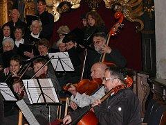 Sbor Česká píseň a Jihočeská komorní filharmonie. Archivní snímek