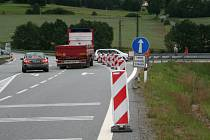 I přes dopravní značení někteří řidiči včera dopoledne ještě zmatkovali.