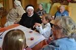 Setkání tří generací pod jednou střechou se uskutečnilo v úterý 31. října v Domově matky Vojtěchy v Prachaticích.