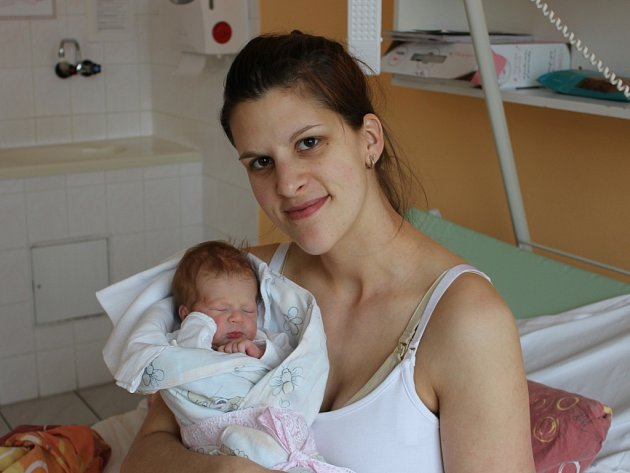 Kristýna Pečenková se narodila v písecké porodnici v sobotu 18. února v 19.09 hodin. Při narození vážila 2800 gramů a měřila 49 centimetrů. Malá Kristýnka bude vyrůstat v Netolicích.