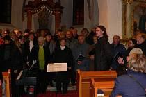 Česká píseň v kostele sv. Anny na Libínském Sedle zahájila své adventní turné.