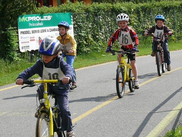 K jarním akcím v Prachaticích tradičně patří dětský triatlon.