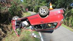 Traktor s nahrabovačem a osobní auto se střetly u Lužice.