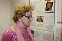Helga Hošková Weissová zachytila na obrazech příběh dívky, která prožila holocaust.Výstava je k vidění v prachatickém KreBul.