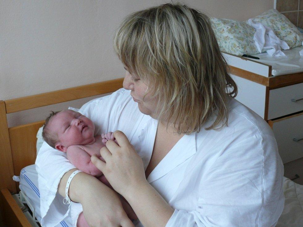 Ema Filušová se narodila v prachatické porodnici v pondělí 26. listopadu v 00.15 hodin rodičům Lucii a Petrovi. Vážila 3,19 kilogramu a měřila 51 centimetrů. Ema bude vyrůstat v Lenoře.
