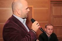 Zástupce firmy VaVi Jiří Vávra vysvětlil zastupitelům detailně záměr, pro který chtějí koupit městský pozemek.