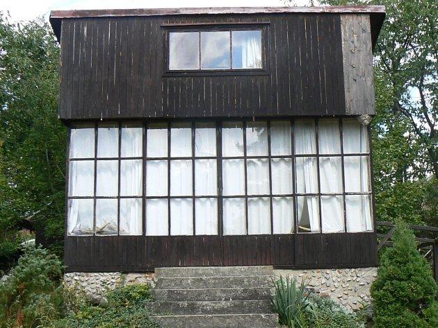 Zloděj si z chaty odnesl elektrické rozvodny a měděné kabely za více než dvanáct tisíc korun. Ilustrační foto.
