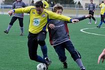 Michal kuneš (ve žlutém) nedal penaltu.