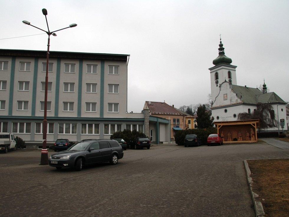 Jednoznačnou prioritou mezi uvažovanými investicemi ve Volarech je jasně rekonstrukce náměstí.