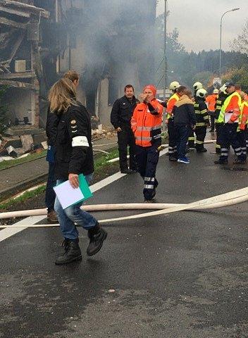 Výbuch v bytovém domě v Lenoře.