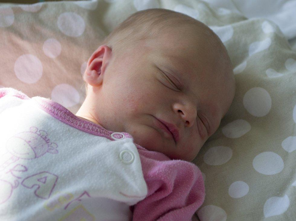 Lukáš a Taťána Pečeňovi z Vimperka mají od soboty 5. srpna dceru. Zuzana Pečeňová se narodila v prachatické porodnici půl hodiny po půlnoci a vážila 2730 gramů. Na malou sestřičku se doma těší také dvouletý bráška Matěj.