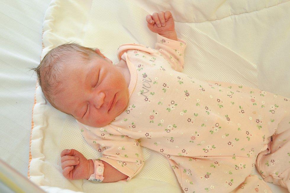 ANNIE ČERVEŇOVÁ, VACOV. Narodila se v pátek 28. února ve 22 hodin a 21 minutve strakonické porodnici. Vážila 3350 gramů. Rodiče: Šárka a Vladimír.