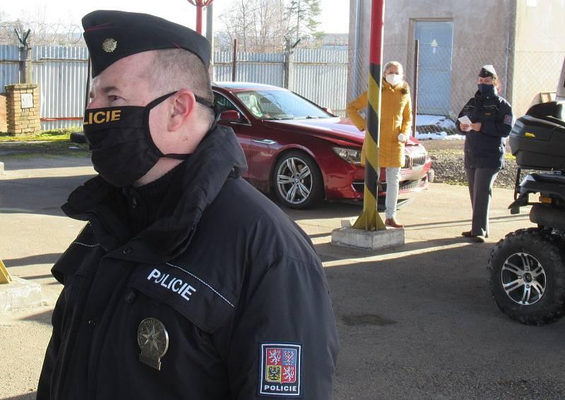 Drogová scéna přišla o jednoho z největších distributorů na jihu Čech i v pohraničí. Díky perfektní spolupráci celníků a policie skončil Boss, chemik i provozní nočního klubu za mřížemi.