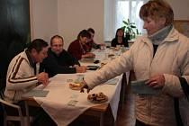 V Křišťanově přišlo volit lidí málo. Kdo přišel volil Vladimíra Franze, který tam má chalupu.