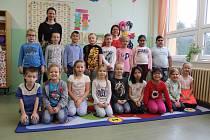 Děti z I. A třídy Základní školy ve Volarech.