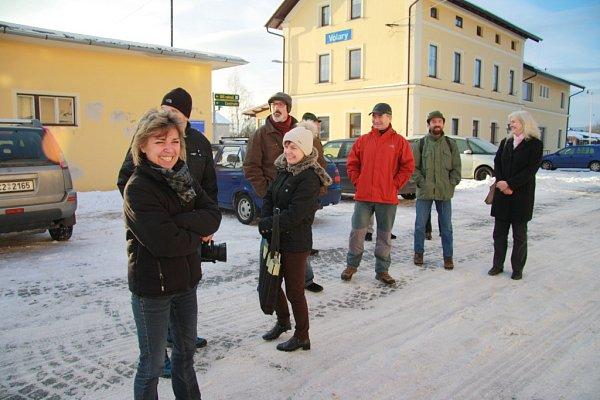 Volarští zastupitelé si ve středu 7.ledna 2015prohlédli bývalou ubytovnu a jídelnu, které nabízejí kodprodeji České dráhy ve Volarech, také zevnitř.