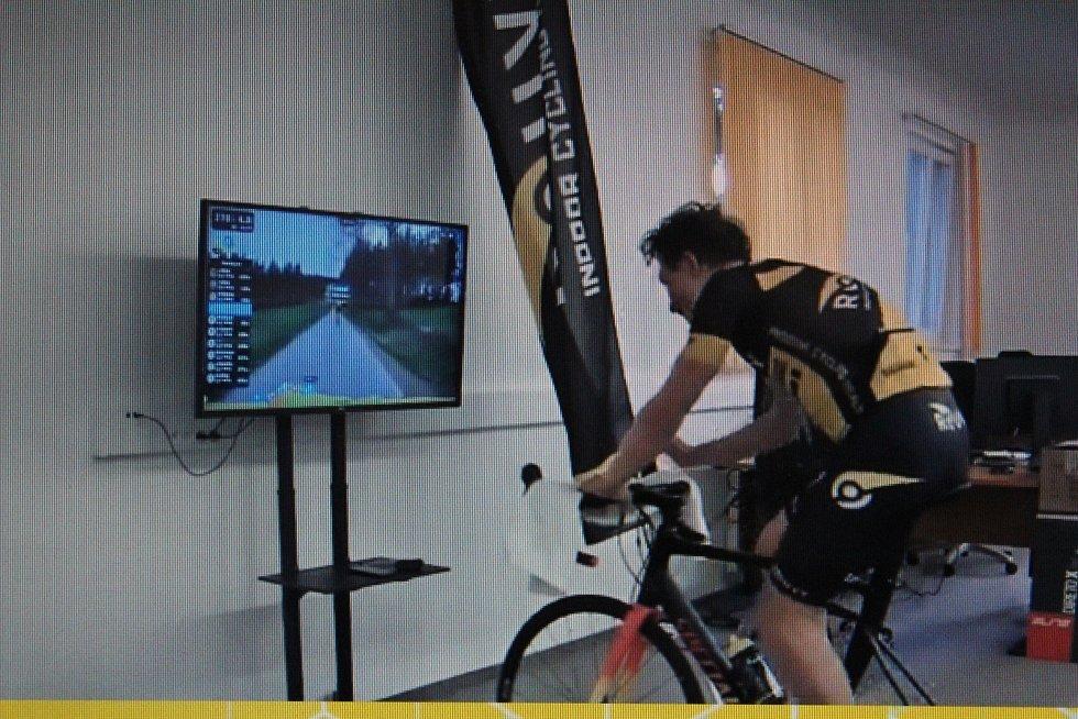 Cyklisté absolvovali virtuální závod Lipno Lake.