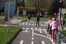 Bezpečnost se děti učily na dopravním hřišti.
