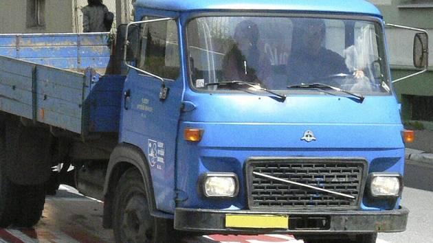 Zloděj z avie odčerpal asi šedesát litrů motorové nafty. Ilustrační foto.