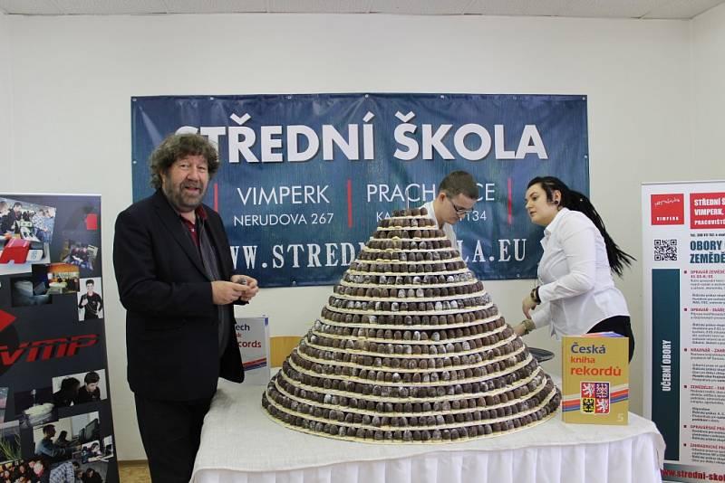 Pokus o vytvoření největšího vosího hnízda v Prachaticích