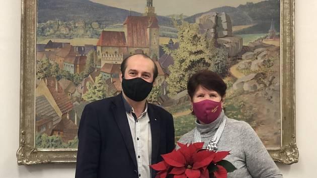 Zdena Hrůzová, předsedkyně organizace Senioři ČR - MO Prachatice, byla nominovaná Krajskou radou seniorů Jihočeského kraje do soutěže Babička roku 2020.