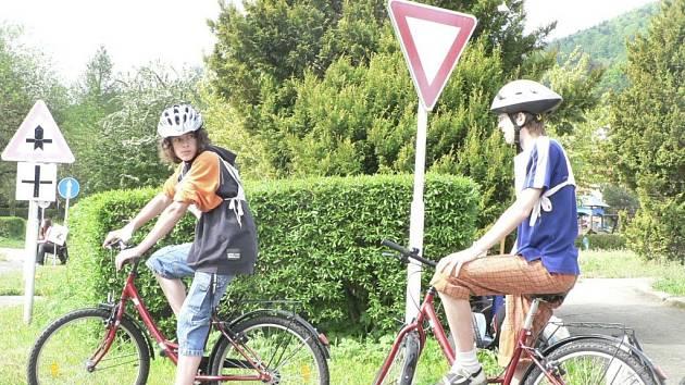Děti si mohou své znalosti značek vyzkoušet na novém dopravním hřišti. Ilustrační foto.