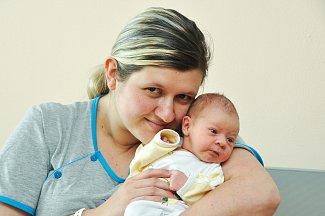 Ve Čkyni bude vyrůstat Emička Juhásová, která se narodila v neděli  13. května čtyři minuty po půl druhé odpoledne ve strakonické porodnici. Vážila 2750 gramů. Michaela Tvrdková a Pavel Juhás mají z prvorozené dcery velkou radost.
