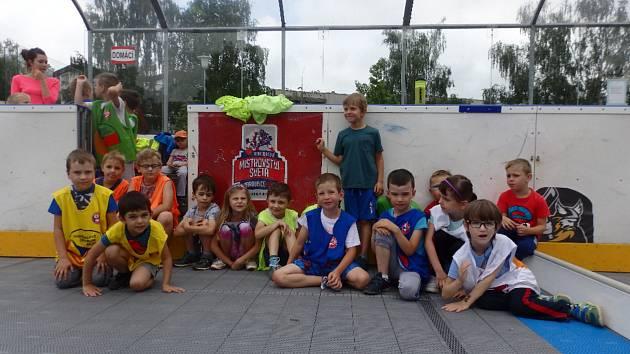 Děti si vyzkoušely fotbal i judo.