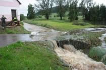 Obce postižené povodní a následnými záplavami pomalu sčítají vzniklé škody.