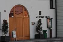 Budova radnice ve Volarech, ilustrační foto.