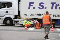 Pracovníci firmy Reno Šumava začali v pondělí v Prachaticích s obnovou vodorovného dopravního značení na silnicích v majetku Jihočeského kraje.