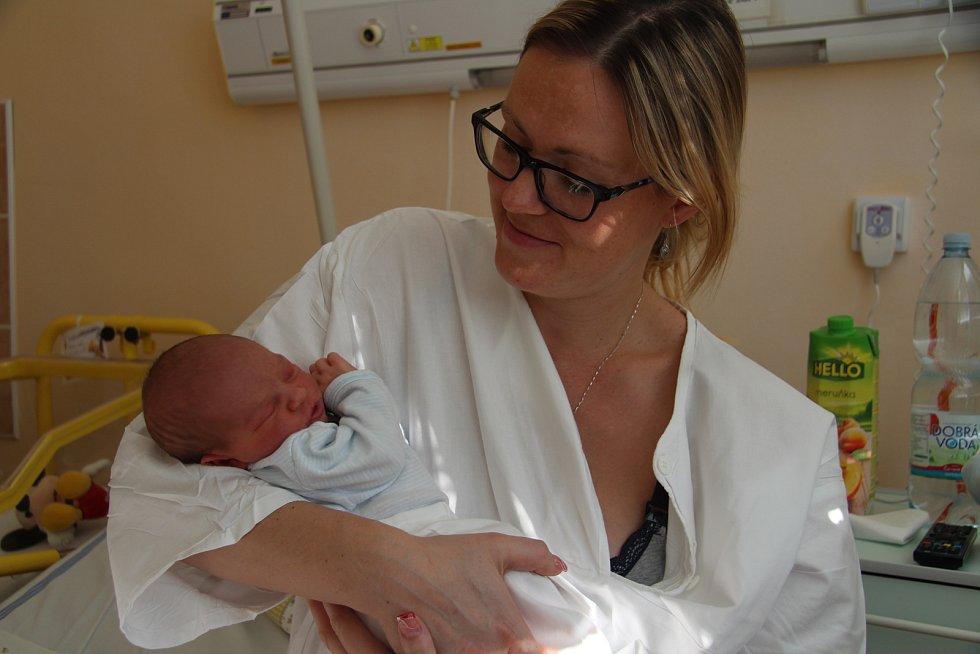 LUKÁŠ DRESLER, PRACHATICE. Narodil se v neděli 5. ledna ve 3 hodiny a 10 minut jako první miminko roku 2020 v prachatické porodnici. Vážil 3500 gramů. Má sourozence Michala (12 let) a Tomáše (6 let). Rodiče: Eva a Tomáš.
