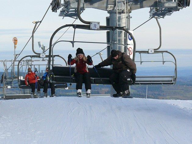 Zadov a Kvilda nabízí pro lyžaře upravené sjezdovky.