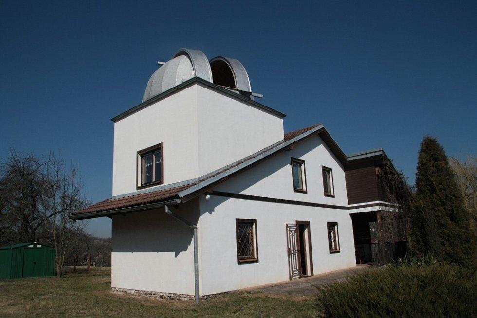 Částečné zatmění Slunce si nenechal ujít ani Ludvík Friedberger, který jej pozoroval ze své soukromé hvězdárny v Husinci.