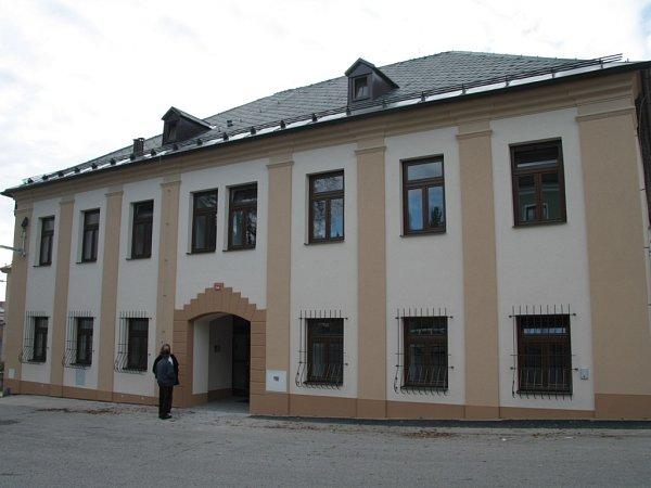 Dům spečovatelskou službou vznikl za bezmála jedenáct milionů korun. Rozdíl oproti původnímu zchátralému objektu je znát nejen zvenčí, ale především uvnitř.