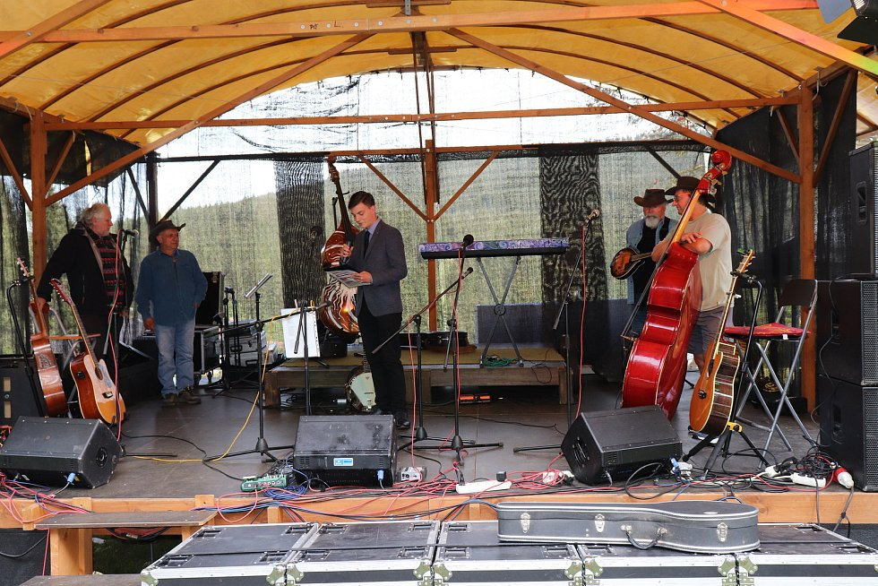 Benefiční koncert pro Dům klidného stáří v Pravětíně na Kubově Huti.