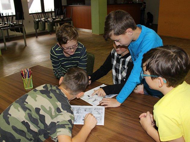 Na komiksový workshop dorazili do volarské knihovny žáci pátých tříd.