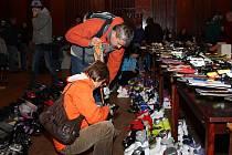 Prachatický bazar sportovních potřeb nabízel zájemcům hlavně lyže a s nimi související vybavení. nechybělo ale ani oblečení, ani brusle.