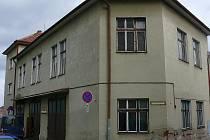 Jednou z možností, kam přestěhovat Městskou knihovnu v Prachaticích, je bývalá hasičská zbrojnice. Ta je už několik let prázdná.