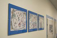 Obrázky dětí z Benešovky zdobí zdi písecké nemocnice.