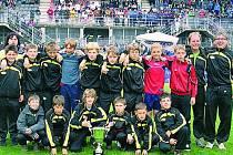 STŘÍBRO. Mladší žáci Tatranu Prachatice ročník 1997 vybojovali v Itálii pohár za výborné druhé místo. Skvěle reprezentovali oddíl, město i Českou republiku.