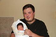 Filip KROUŽECKÝ, Prachatice. Narodil se v sobotu 20. října v 18 hodin a 41 minutv prachatické porodnici, vážil 3210 gramů.  Rodiče: Mariuxi Elizabet a Aleš Kroužeckých. Foto: Deník/Nikola Beranová