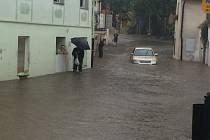 Prachatice dnes okolo 17 hodiny: ulice Solní.