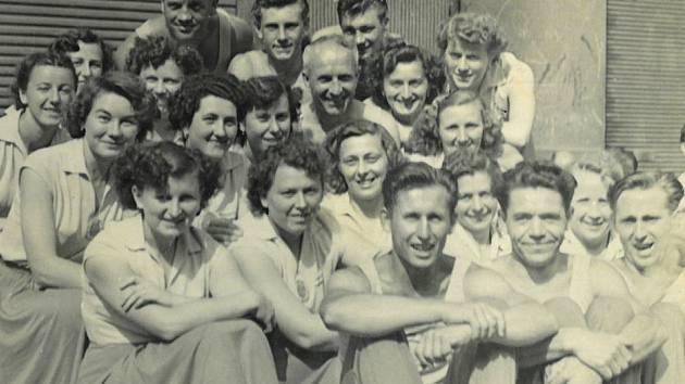 Mezi členy Sokola panovala vzájemná přátelská pospolitost při cvičeních i při společenských a kulturních akcích.