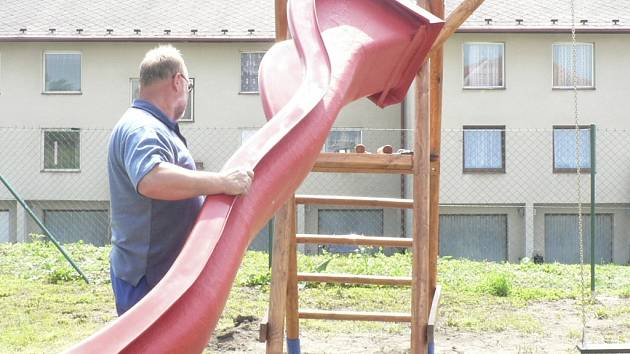 Děti v obci Hracholusky dostanou dvě hřiště..