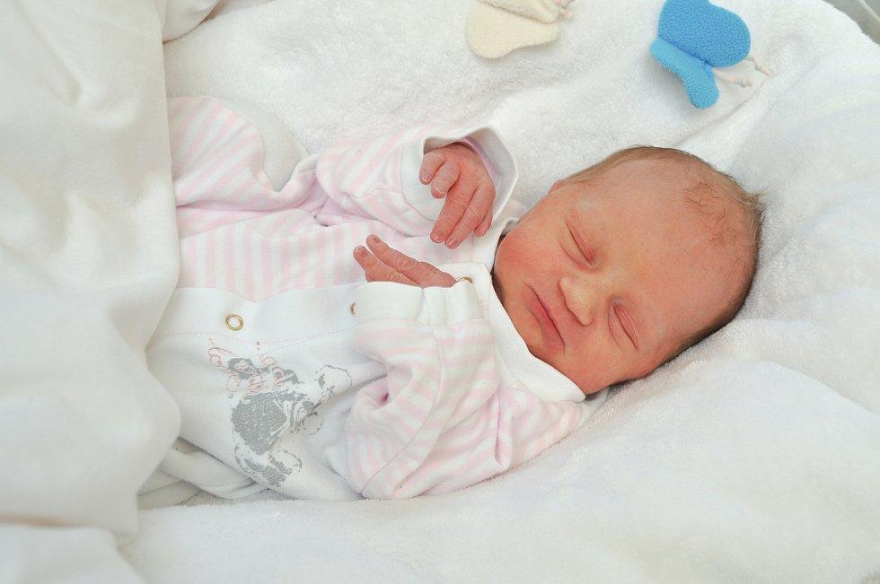 ELIŠKA HLINKOVÁ, BOŠICE. Narodila se v úterý 19. listopadu ve 3 hodiny a 21 minut ve strakonické porodnici. Vážila 2630 gramů. Rodiče: Lenka a Michal.