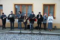Také ve Vlachově Březí na Štědrý den vyhrávali trubači.
